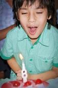 Theo 8 anos